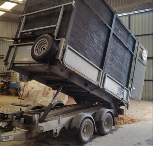 Bulk saw dust & bulk dry wood shavings trailer
